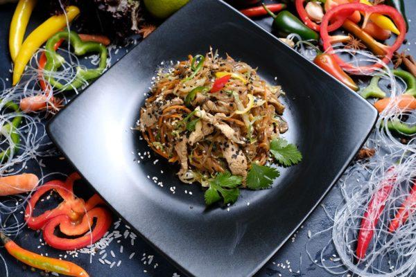 Тайский салат со стеклянной 1